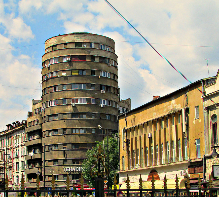 Жилой дом на пересечении улиц  Doamnei и  Academiei.