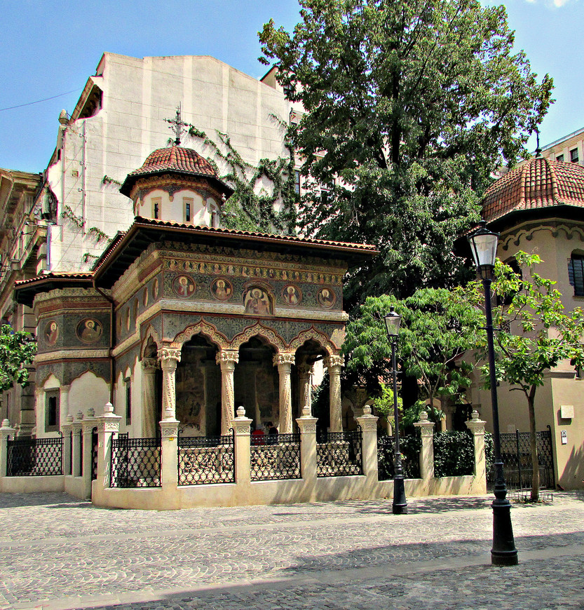 Ставрополеос - самая изящная церковь Бухареста.
