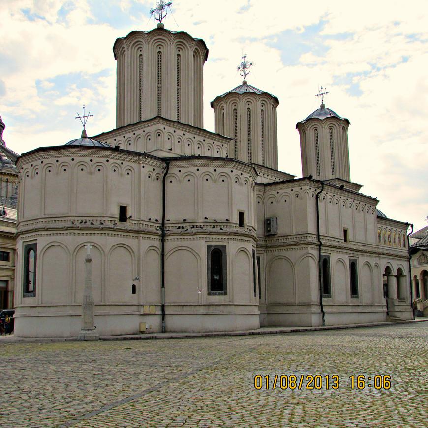 Патриарший собор Св. Константина и Елены на холме Патриархии. Духовный центр всех православных румын.