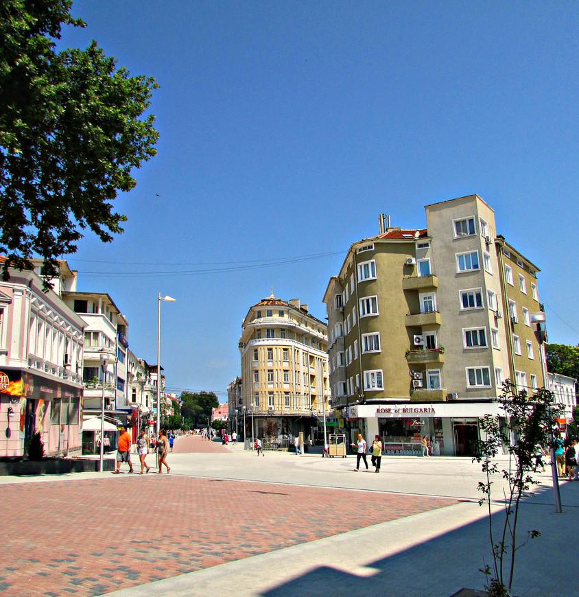 Бульвар Князя Бориса I -  центральная пешеходная улица Варны.