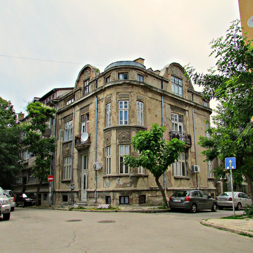Старый дом на ул. князя Дондукова.