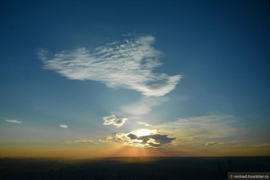 Облако меняло цвет и форму каждую минуту... было очень красиво!