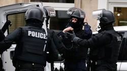 Два человека с ножами захватили заложников в церкви во Франции