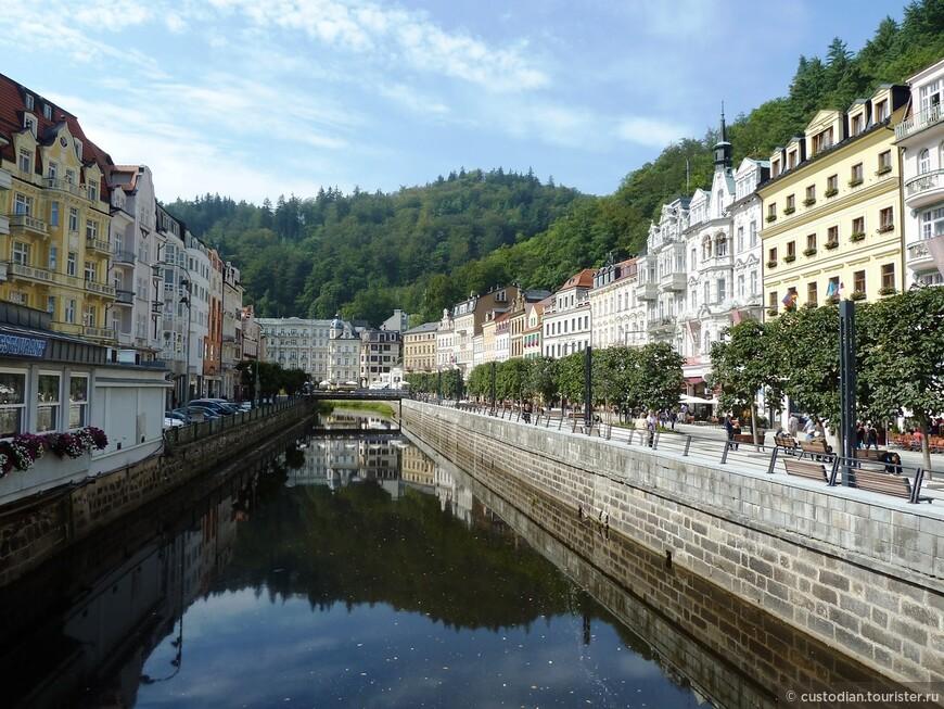 Улица Вржиделни, или в переводе с чешского Гейзерная улица, проходит в центральной части курорта Карловы Вары по берегу реки Тепла.