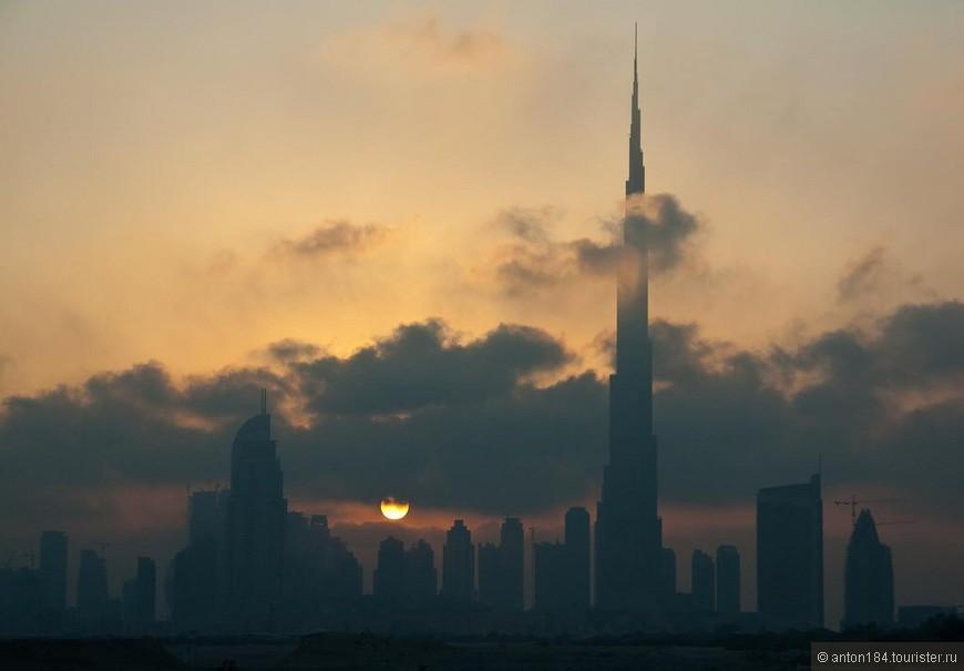 Вечерний вид на Дубай из Шарджи.