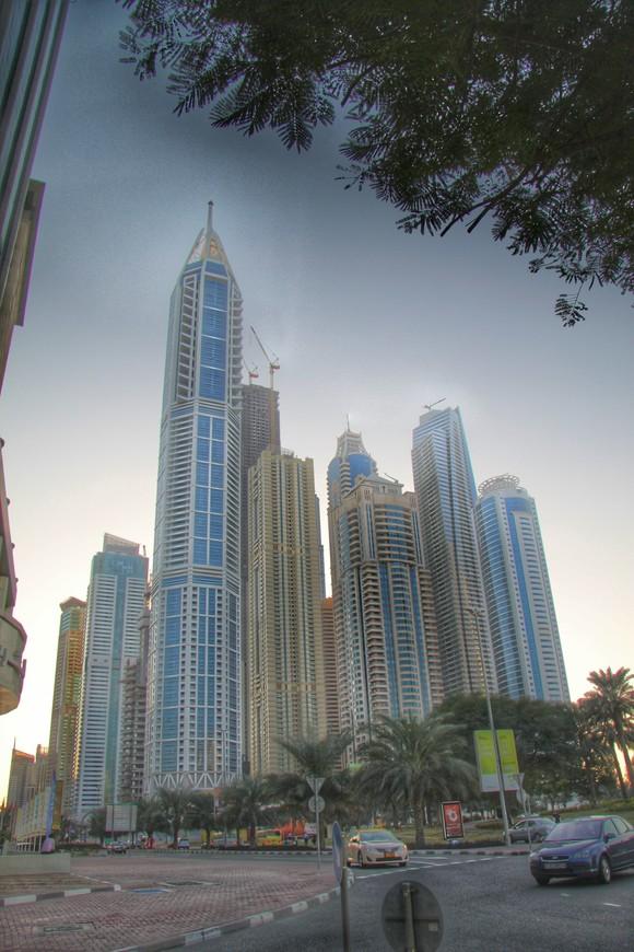 Бизнес бэй. это активно строящийся район, который в недалеком будущем станет крупнейшим деловым центром в Дубае. В этом районе строятся высококлассные офисные помещения и дорогие апартаменты. Они будут окружены прекрасно оформленными садами и каналами.