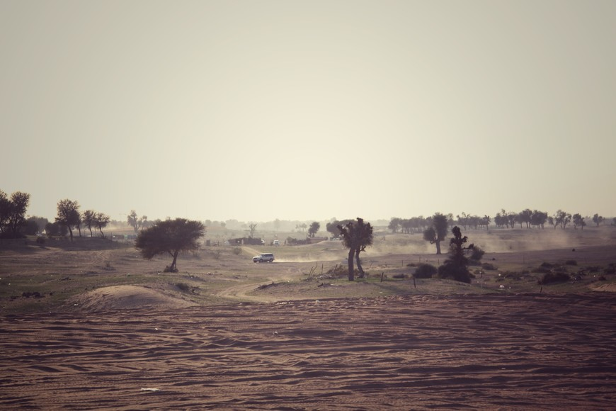 Пустыня площадью вытянута с юго-запада на северо-восток в южной части Аравийского полуострова и распространяется на несколько соседних государств - Саудовская Аравия, Йемен, Оман, считается одной из самых крупных пустынь в мире.