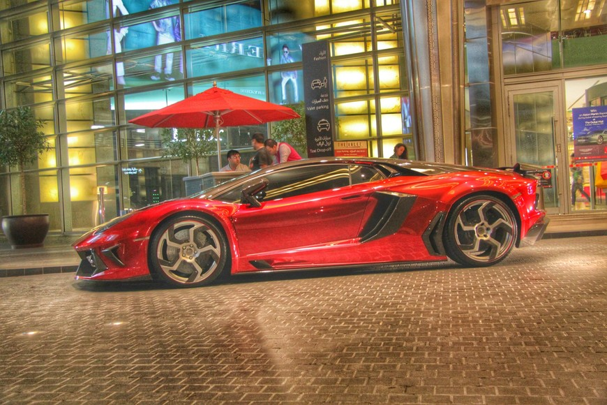 Стоянка возле Дубай Молл.