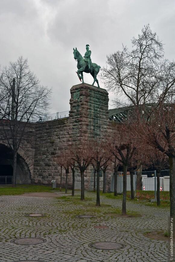 Мост Гогенцоллернов и памятник кайзеру Вильгельму II