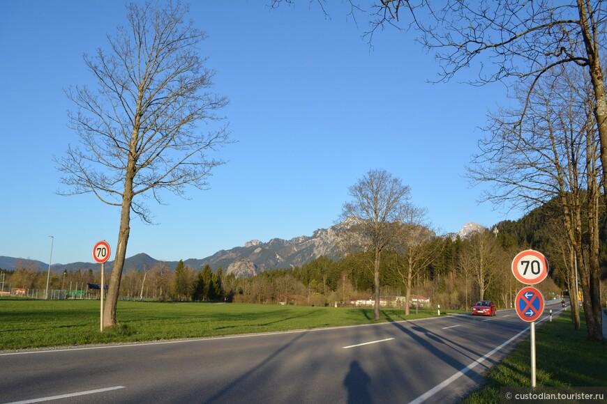В общем, Фюссен очень и очень живописный городок! Обязателен к посещению в Баварии! И непременно нужно сходить в замок Хоэ Шлосс (мы там не побывали, так как были в городе вечером, о чем я сейчас глубоко сожалею).