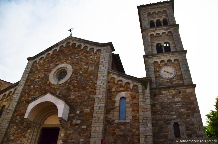 Церковь Сан Сальваторе. В церкви шли приготовления кажется к свадьбе,посторонних не пускали.
