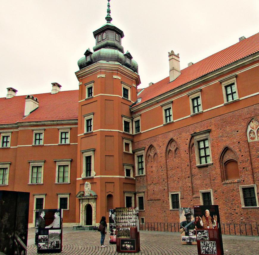 Двор королевского дворца.