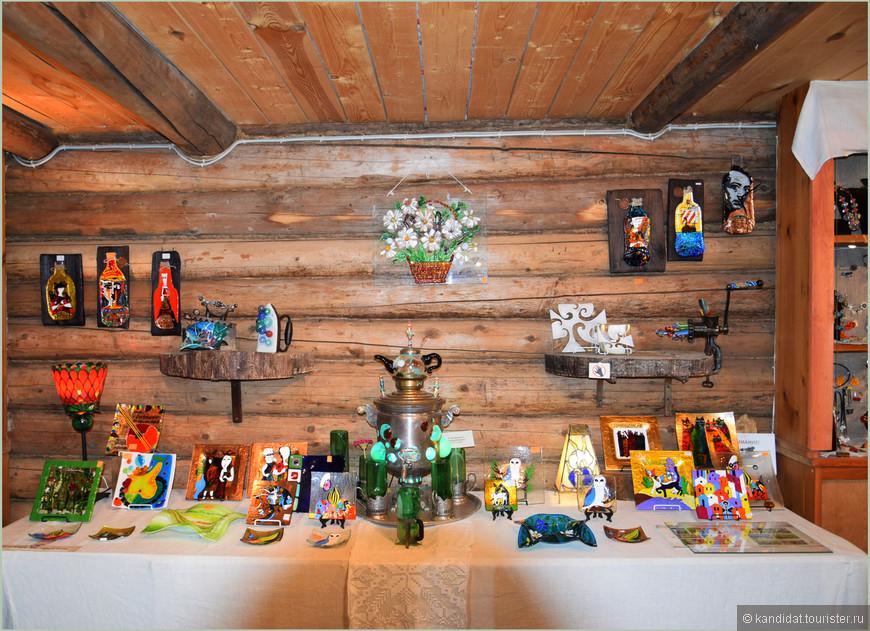 В  Мандроге для туристов проводятся ремесленные мастер классы. По резьбе по дереву, по ткацкому и гончарному делу и т.д. Лучшие работы - на выставку!