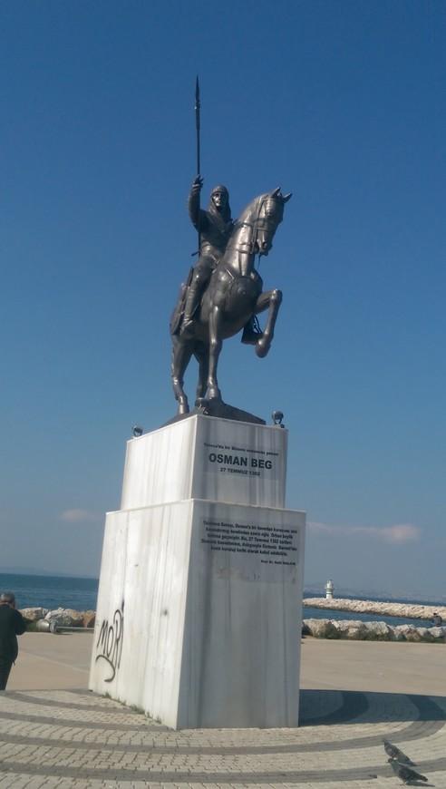 Памятник Осман Беку или Осману Первому, основателю Османской империи.