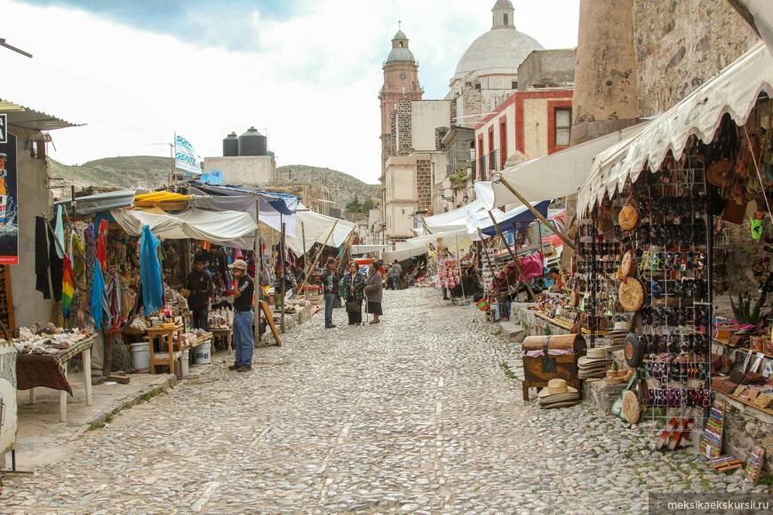 Рынок при въезде в город.