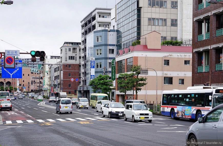 У маленьких японцев и машинки миниатюрные. Нарушающий правила пешеход буквально парализует водителей и тебя пропускают с поклоном. Мы не нарочно нарушали, честное слово...