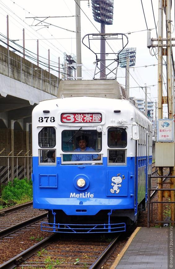 В Нагасаки все миниатюрно. Трамваи тоже. Как ни странно, тесно в них не бывает даже в час пик - секрет японцев, не иначе...