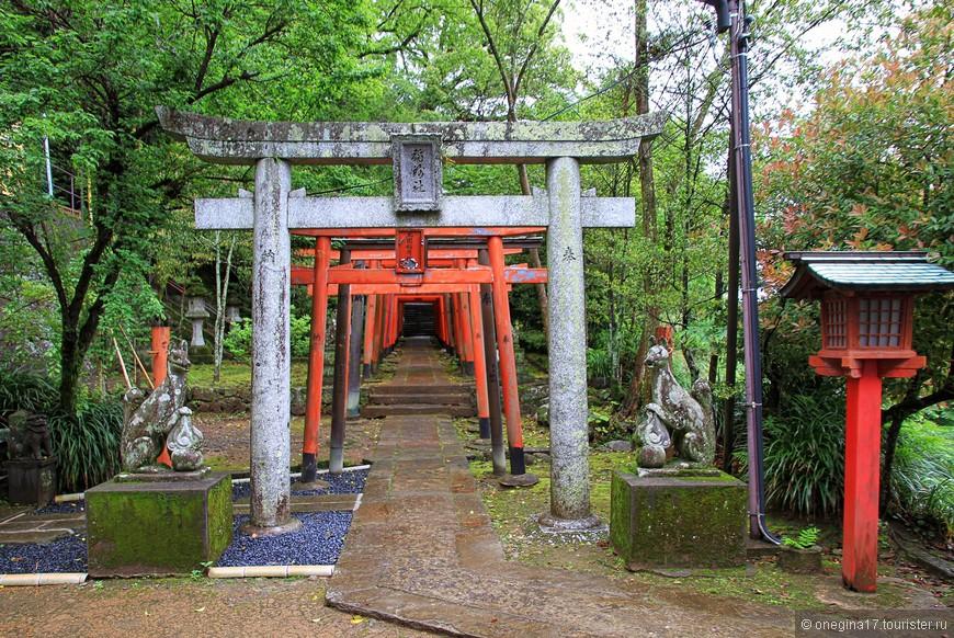 Но в Японию едут не за гортензиями. В Японии ищут японское. И находят в изобилии...