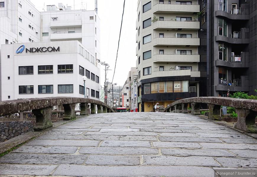 Нагасаки можно смело назвать городом мостов. Причем, очень красивых мостов.