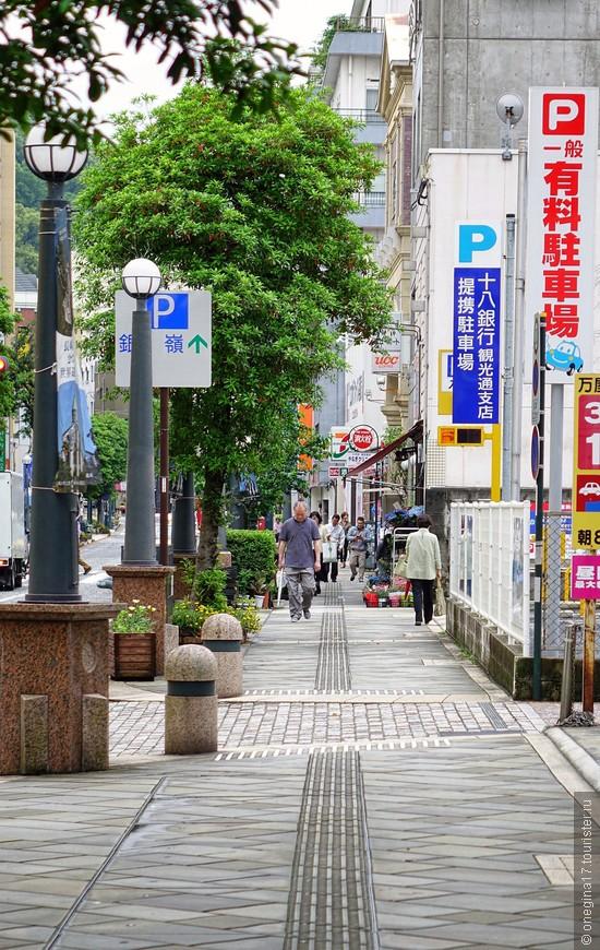 Будни Нагасаки. Японцы спешат на работу...