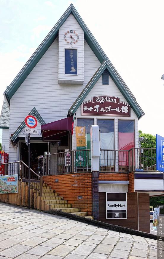Мииатюрный магазинчик на миниатюрнейшей улице.