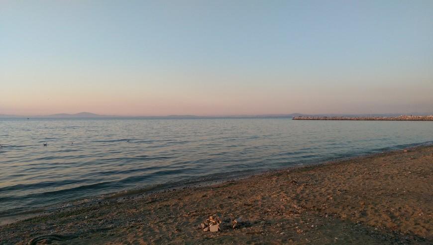 Мраморное море. Пляж прямо в центре города.