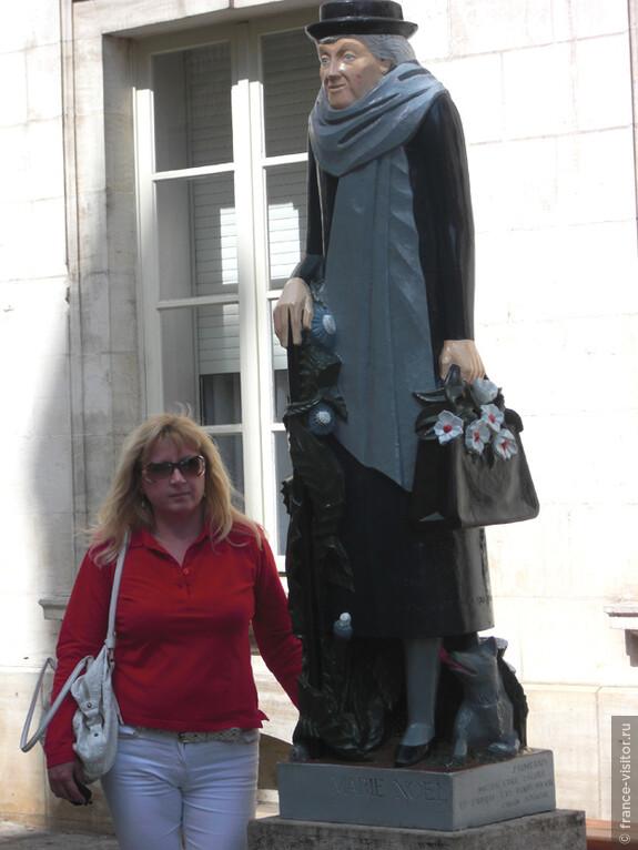 Провинциальная никому неизвестная кроме жителей Оссера поэтесса Мария Ноэль