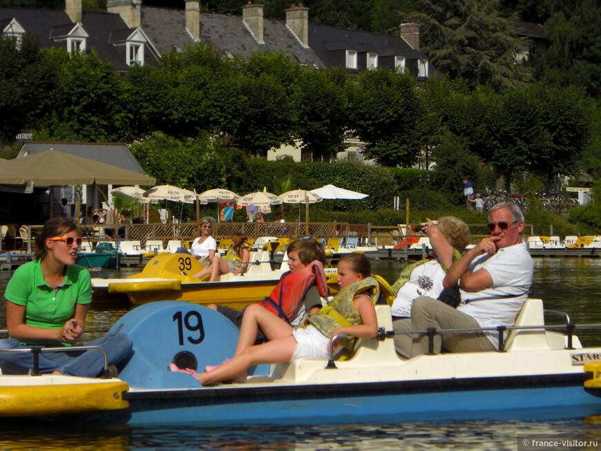 На озере возле замка Пьеррфон