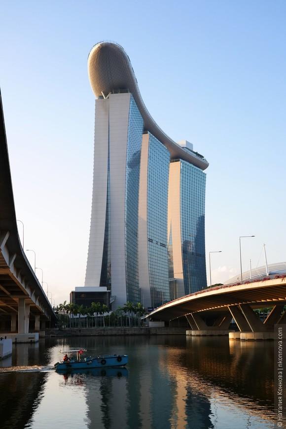 Утром Marina Bay Sands выглядит еще тихим и спокойным местом.