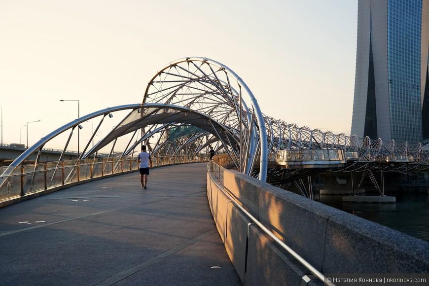 Одно из самых популярных мест и у туристов, и у спортсменов - Helix Bridge.