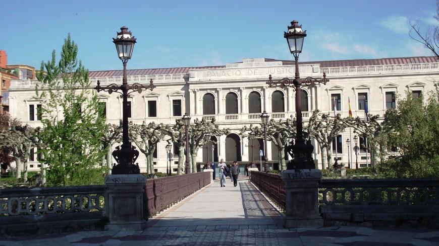 По дороге к Монастырю de Las Huelgas - Дворец правосудия