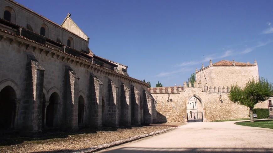 Monasterio de las Huelgas. Альфонсо VIII хотел создать в этом месте королевский пантеон для себя и своих потомков, но к его величайшему сожалению, первыми были здесь похоронены его дети