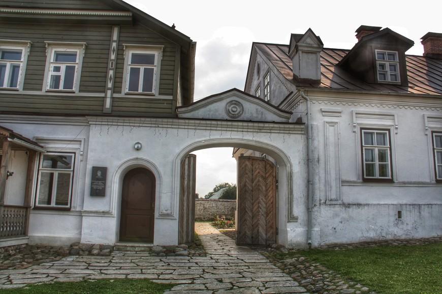 В усадьбах 19 и начала 20 х веков, расположились музеи.
