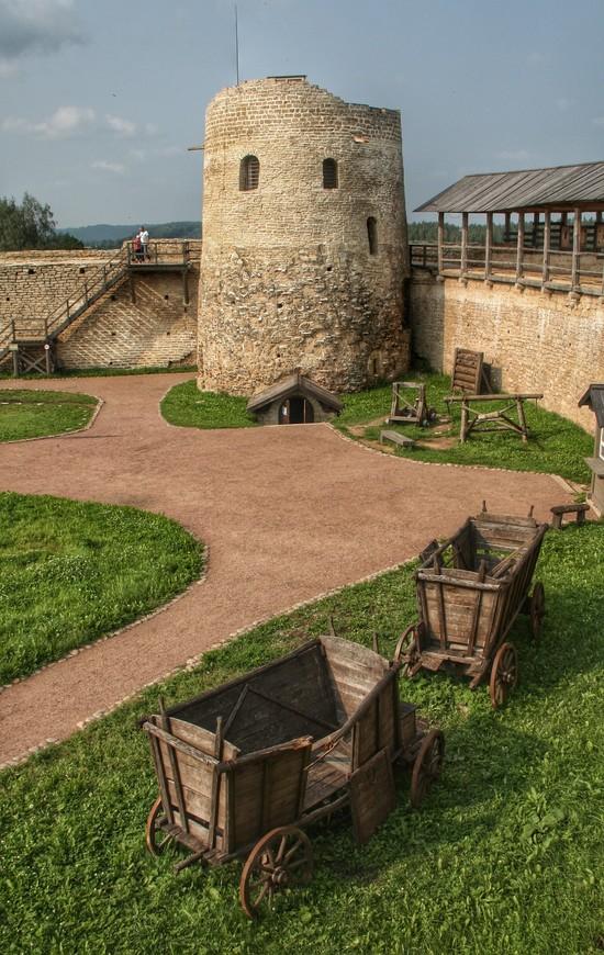 Башня Луковка. На ней есть смотровая площадка. Но и со стен виды прекрасные.