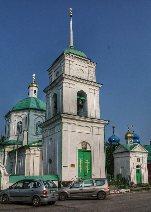 Проходим мимо Церкви Сорока Мучеников Севастийских и Варваринской церкви