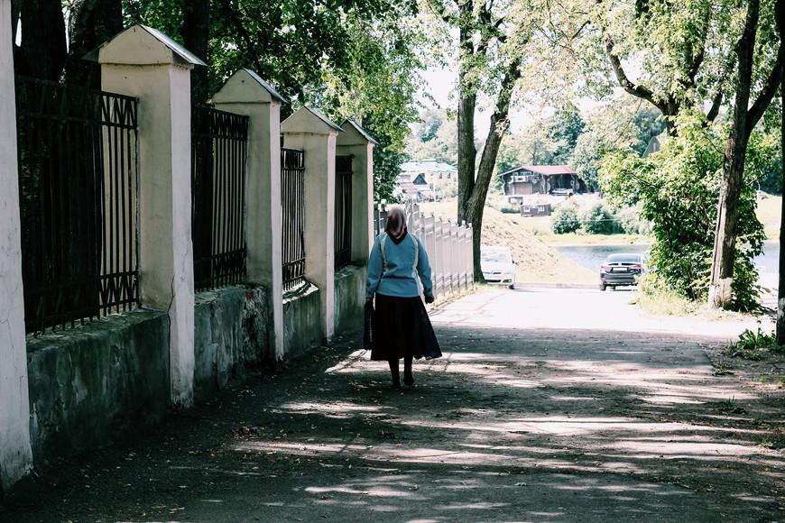 Углубившись в переплетение улочек старого города, можно забыть о том в каком времени находишься...если бы не припаркованные кое-где автомобили:)