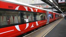 В Лондоне пассажира, высунувшегося  из окна поезда, сбил встречный состав