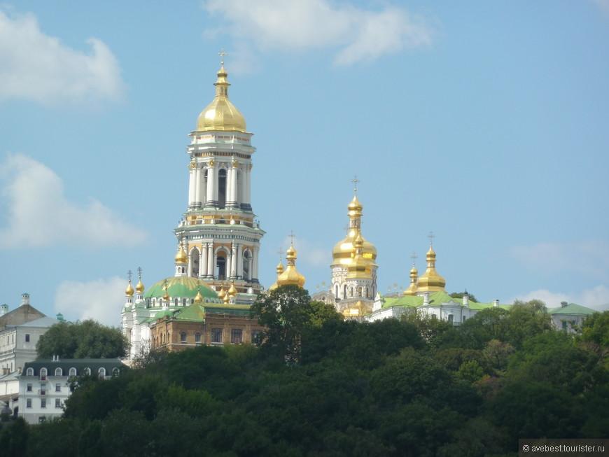 Золотые купола Киево Печёрской лавры.