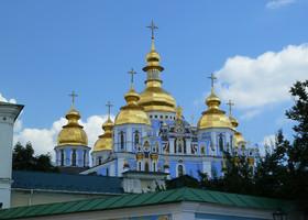 По Киеву не спешным шагом.