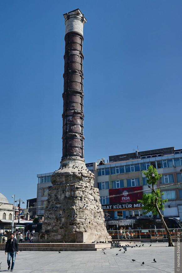 Колонна Константина на площади Чемберлиташ.