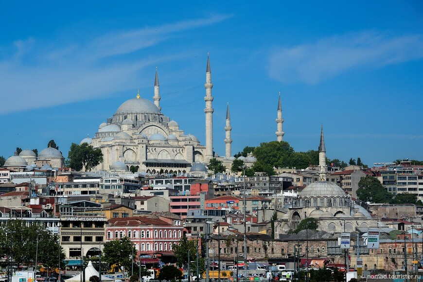 Мечеть Сулеймание (наверху) и мечеть Рустема-паши (внизу)...