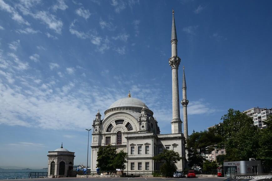 Мечеть Долмабахче (Безмиалем Валиде Султан)