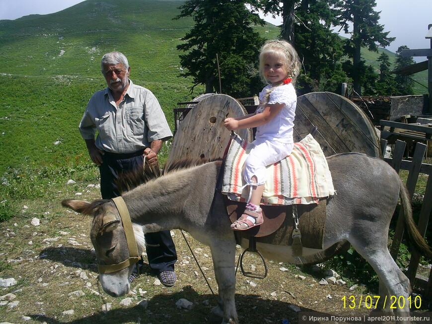 В абхазской деревне в горах.