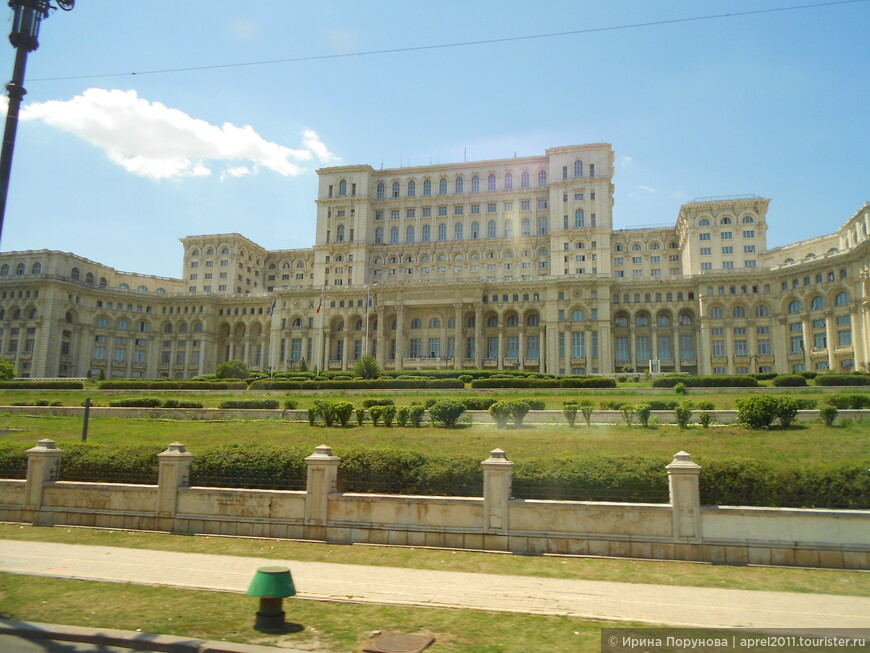 Здание парламента в Бухаресте.
