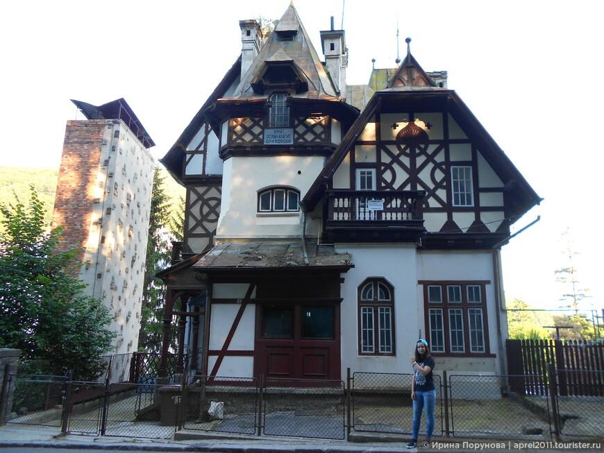 Здание в трансильванском стиле в Синае.