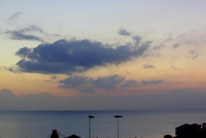 """Отель """"Iris Beach Hotel 3*"""". Рассвет. Самое прекрасное время.  У меня сбился режим дня и подобную чарующую картину я наблюдала почти ежедневно. Солнце встает. Его еще не видно. Но несмелой кистью окрашивает небо в розовый, лиловый, сиреневый цвет. Капает краской на море - вот расползается золотое пятно. Рассвет! Тихо. Свежесть еще жива после ночи, кроется в легкой листве. Дарует прохладу. Тишина расплескалась - боится, что стоит лишь опрокинуть бокал, и начнется шумный веселый день. А пока хорошо. Я. Рассвет. Кромка моря. Многослойное небо. Запрокинув голову. Одна. Одной - лучше, свободней? Одной - хорошо?"""