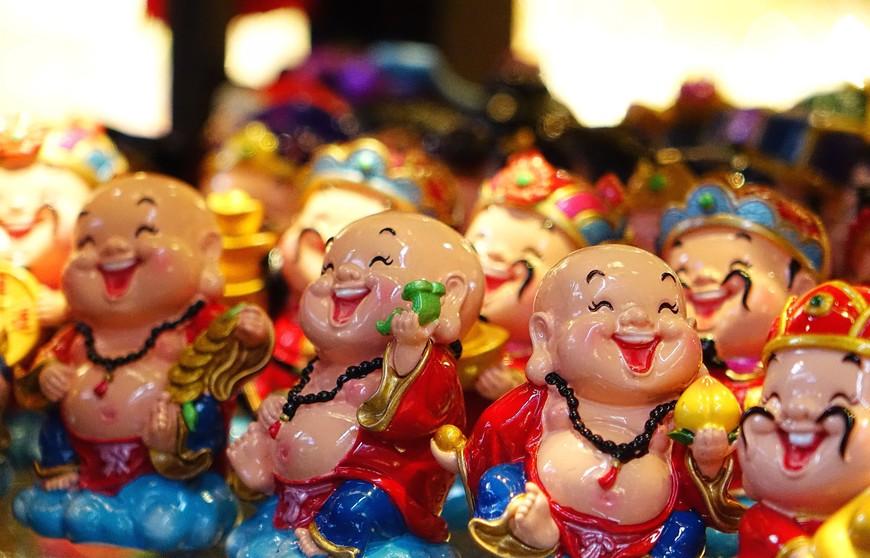 Шанхай веселый. И не просто улыбается или скромно хихикает. Шанай хохочет от души, заражая этим весельем и тебя.