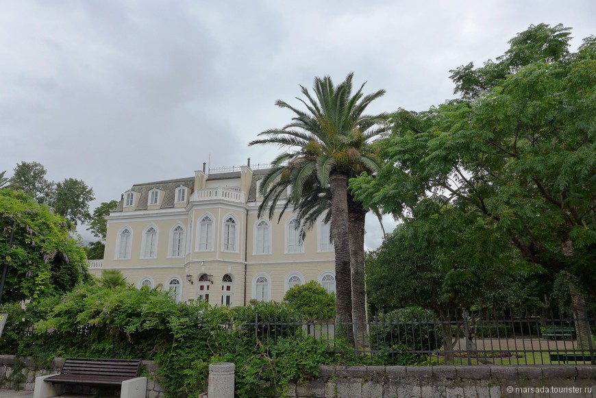 Дворец короля Николы I со стороны входа.