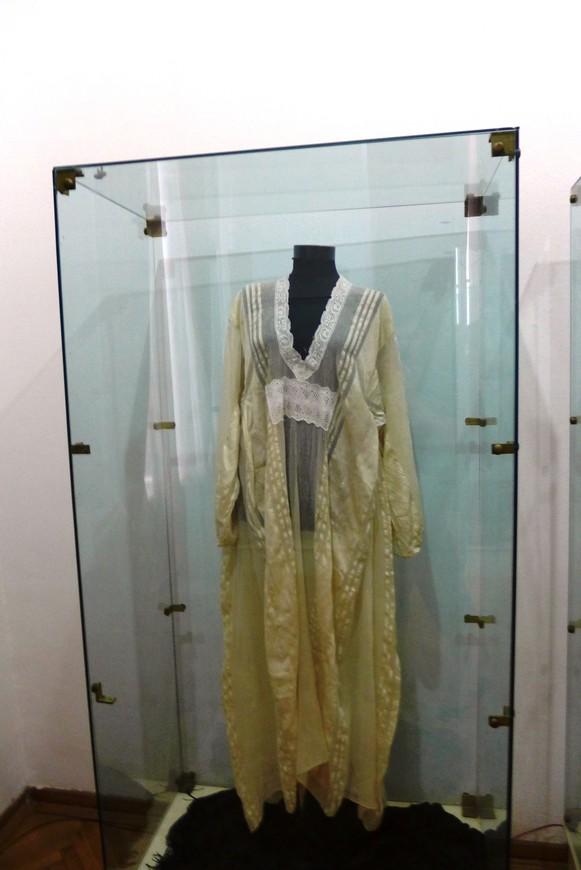 Женский свадебный наряд.