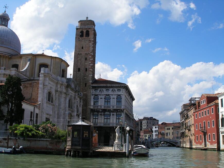 Устье канала Канареджо. Церковь Сан-Джермийя и палаццо Лабия. На этот раз с воды.